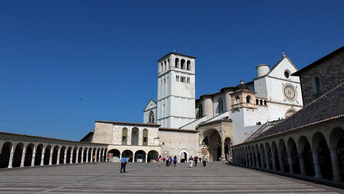 Assisi-Umbria-Dom